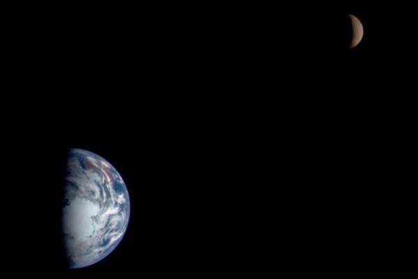 Žemė ir Mėnulis