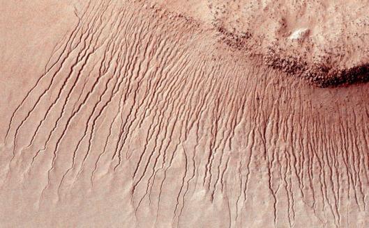 Vandens pėdsakai Marso paviršiuje